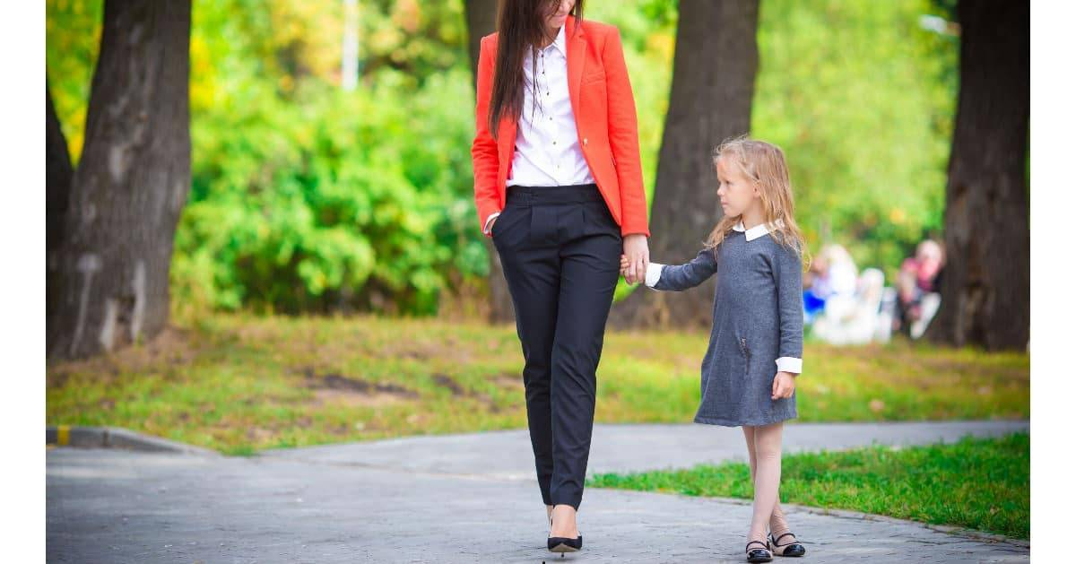 professional summertime fashion for moms - image of a professional working mom taking her daughter to daycare