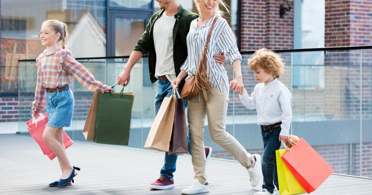 how to avoid mom frump - image of family shopping