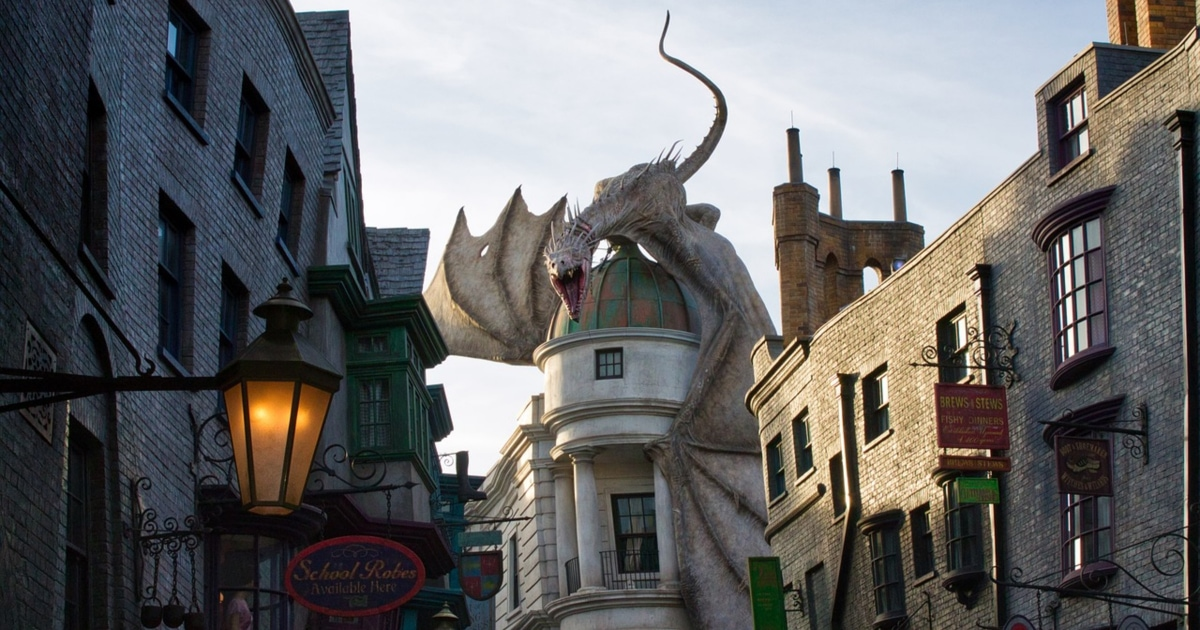 photo of dragon on top of Gringotts in Harry Potter World at Universal Studios